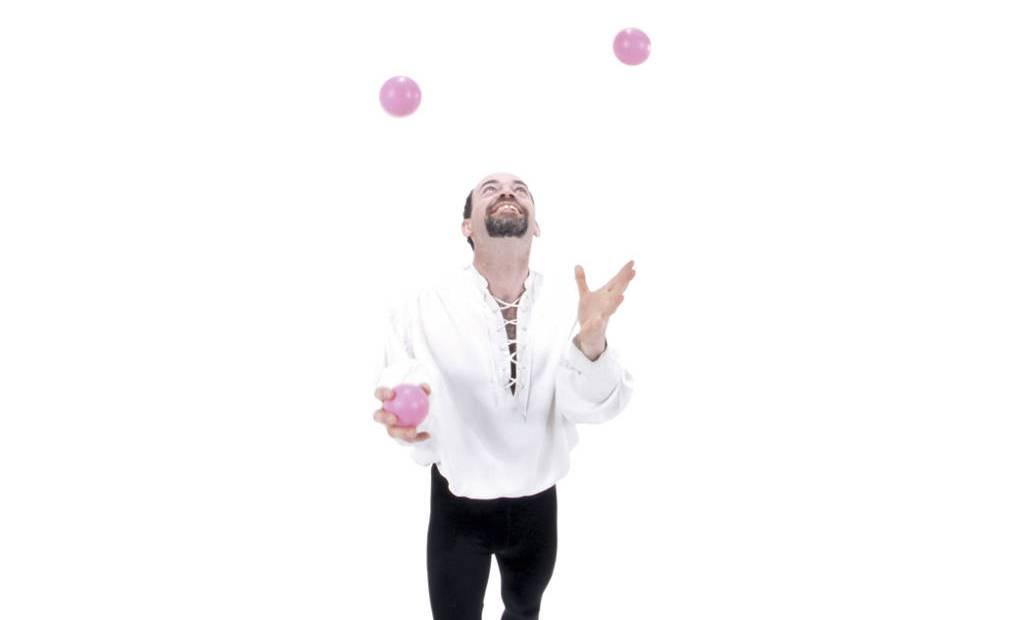 Trouvez un jongleur professionnel pour votre animation - Image jongleur cirque ...